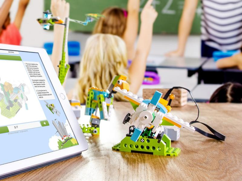 Robotics and coding in school with LEGO WeDo 2.0