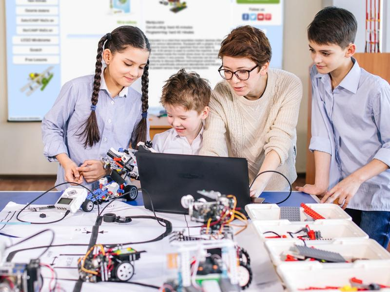 How to start? Robotics lab for children 6-10